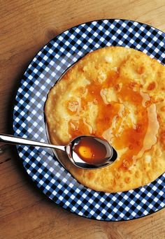 """Sfakiani pita: Traditional cretan cheese pie with honey"
