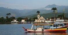 Porto de Paraty, de onde partem os barcos para os passeios na região