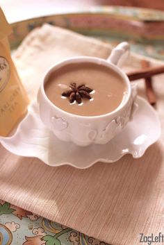 Cinnamon-Star Anise Tea Latte - Earl Grey tea infused with cinnamon and star anise and mixed with milk. Creamy, sweet and perfectly spiced. Drinks Alcohol Recipes, Non Alcoholic Drinks, Tea Recipes, Coffee Recipes, Yummy Drinks, Fall Recipes, Smoothie Recipes, Smoothies, Drink Recipes