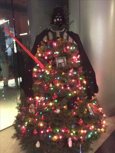 Fã que é fã tem árvore de natal com a cara do ídolo! 😌🎄 #DarthVader