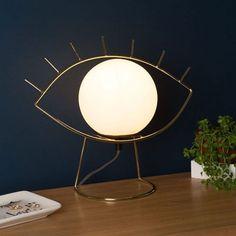 🌟 Tendance déco 🌟  Cette lampe, plutôt art-déco ou surréalisme ? 🕵♂ En fait, on s'en fout pourvu qu'elle aille bien dans notre salon 🏠 !  #cestunbelobjet #lampe #lampeoeildor #cadeau #ideedeco #design