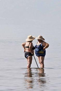 veve et cricri dans 40 ans au cavaou !!!! bien entendu elles sont allées sans moi à la plage tout ça parce que je ne mets pas de maillot !!!!