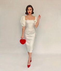 Retro style dress and red heels Trend Fashion, Retro Fashion, Vintage Fashion, Fashion Design, Elegant Dresses, Pretty Dresses, Beautiful Dresses, Evening Dresses, Prom Dresses