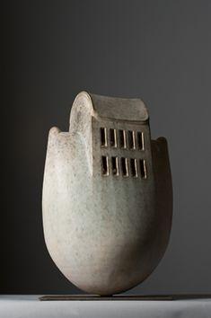 TONINO NEGRI  Officine Saffi ha aderito all'iniziativa con le opere di sei artisti della ceramica contemporanea che hanno donato le loro opere per l'esposizione che si terrà il 15 maggio in occasione della cena benefica per sostenere un progetto umanitario di NutriAid.