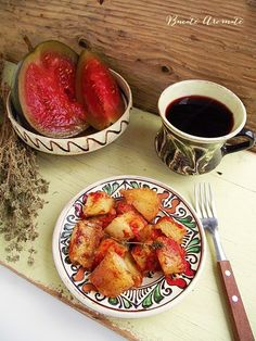 Cartofi noi cu sos de rosii si cimbru French Toast, Food And Drink, Vegetables, Breakfast, Drinks, Drinking, Veggies, Vegetable Recipes, Drink