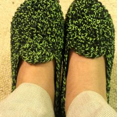 Lightweight Slippers with Flip Flop Soles Crochet pattern by Jess Coppom Make & Do Crew Easy Crochet Socks, Crochet Shoes, Crochet Slippers, Addi Knitting Needles, Arm Knitting, Christmas Knitting Patterns, Crochet Patterns, Make And Do Crew, Blue Sky Fibers