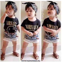 .@xiaodan Shen | Baby rock star @ameliasofiablog !!  #postmyfashionkid #fashionkids