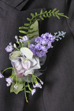 Corsage gemaakt van zijde bloemen. Lang houdbaar en leuk om te bewaren. Verkrijgbaar op webshop www.decoratietakken.nl Corsage, Om, Brooch, Crown, Jewelry, Corona, Jewlery, Jewerly, Brooches
