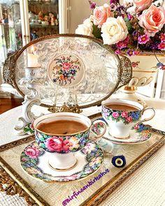 Bir Fincan Bir Kahve (@birfincanbirkahve) • Instagram fotoğrafları ve videoları Coffee Gif, Turkish Coffee Cups, Stoke On Trent, Fine China, Tea Cups, Mugs, Tablewares, Coffee Lovers, Interior