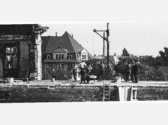 Erste Aufbauarbeiten am zerstörten Essener Polizeipräsidium.