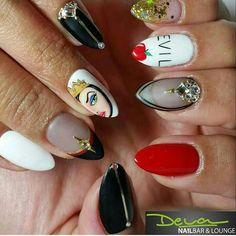 Snow White Evil Queen nail art Previous Post Next Post Crazy Nails, Fancy Nails, Love Nails, Pretty Nails, My Nails, Nail Manicure, Snow White Nails, White Nail Art, Snow Nails