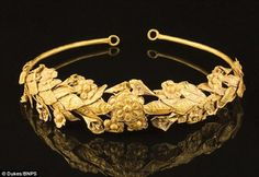 British pensioner 'finds' year old ancient Greek gold crown in box under his bed. The incredibly rare gold crown believed to be more than years old has been discovered under a bed in a Somerset cottage [Credit: Dukes/BNPS] The elderly man— w Royal Jewels, Crown Jewels, Ancient Greek, Ancient Art, Ancient Jewelry, Antique Jewelry, Viking Jewelry, Greek Crown, Gold Wreath