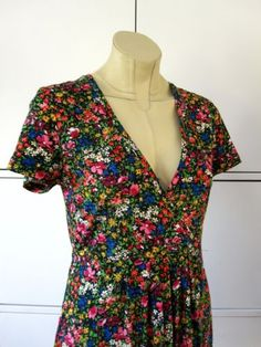 So-Marilyn-by-Marilyn-Moore-very-pretty-ditsy-spring-floral-tea-dress-Size-12