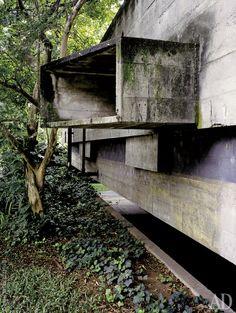 Знаменитый бразильский архитектор Паулу Мендес да Роша построил свой дом в…