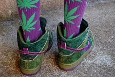 I picture a dirty pierced up, long arm pit hair, dread lock sporting hippy chic wearing these cannabis tights :)