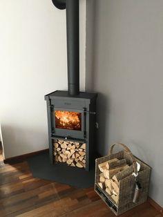 Corner Wood Stove, Parrilla Exterior, Wood Burner Fireplace, Cottage Fireplace, New Living Room, Fireplace Design, Home Interior Design, Family Room, New Homes