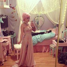 A cool princess bedroom Goth Bedroom, Bedroom Apartment, Bedroom Decor, Pastel Bedroom, My Room, Girl Room, White Bedroom Design, Unicorn Rooms, Kawaii Room