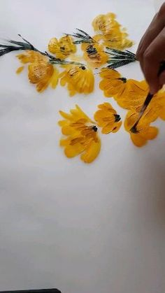 These beautiful abstract loose hand painted flowers are made with acrylic paint. This simple step by step process is to create some elegant yet fine art inspired, creative, illustration wedding invitations for a small, luxury wedding in the country. #yellowfloralpainting #looseflowerpainting #abstractfloralpainting #simpleflowerpainting Painting Flowers Tutorial, Easy Flower Painting, Acrylic Painting Flowers, Simple Acrylic Paintings, Acrylic Painting Tutorials, Abstract Flowers, How To Paint Flowers, Painted Flowers, Arte Van Gogh
