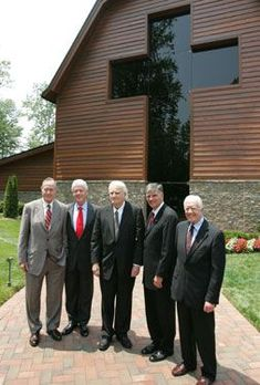 Billy Graham, Franklin Graham and presidents in front of Library Dr Billy Graham, Pastor Billy Graham, Billy Graham Family, Billy Graham Quotes, Billy Graham Library, Billy Graham Sermons, Anne Graham, Franklin Graham, Jesus Pictures