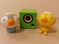 Music festival with two friends! They are singing a song while listening to music on the pomme cube.  2人で仲良く音楽祭!pomme cubeで音楽を聞きながら歌を歌っています。