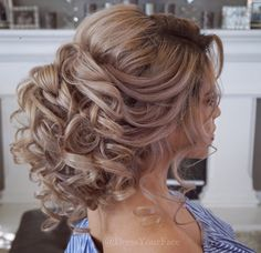 Hair Styles Teaching this gorgeous over-sized romantic bridal updo ✨LIVE ONLINE TOMORROW✨ Sunday April 30 on .com at pst by req. Quince Hairstyles, Bride Hairstyles, Bridal Hair Updo, Wedding Hair And Makeup, Medium Hair Styles, Curly Hair Styles, Peinado Updo, Romantic Updo, Quinceanera Hairstyles