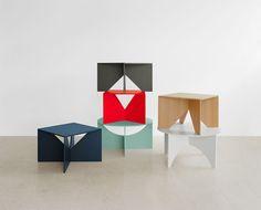 #e15 FK04 Calvert #bijzettafel is een #vierkante #bijzettafel met twee kruisende poten. De tafel is uit één stuk #multiplex vervaardigd en voorzien van een mooie eiken laag. Dit tijdloze ontwerp werd in 1951 ontworpen door Ferdinand Kramer.