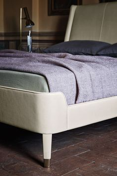 Suzie Wong Bed by Poltrona Frau   Double beds   Architonic