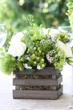 #wedding #green #chocolate #marialimon #destinationwedding #flowers #centerpiece #guacal