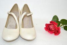 Pohodlná svadobná obuv, topánky - lodičky na mieru v tanečnom štýle s úpravou na bežné nosenie, materiál pravá koža Ivory, slonová kosť, maslová Loafers, Flats, Shoes, Fashion, Travel Shoes, Loafers & Slip Ons, Zapatos, Moda, Moccasins