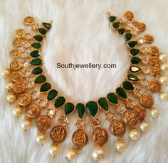 Gold Emerald Necklace From Mor Jewellers ~ South India Jewels Emerald Jewelry, Gold Jewelry, Emerald Necklace, Diamond Jewelry, Mango Necklace, Stone Jewelry, Jewelry Sets, Jewlery, Jewelry Making