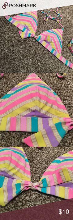 Adorable multicolor VS bathing suit top 💕 Adorable multicolor VS bathing suit top 💕 size medium Victoria's Secret Swim Bikinis