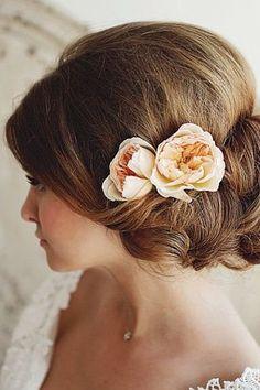 Die schönsten Brautfrisuren 2015: Wir sagen Ja zu diesen Haar-Trends! Perfekter Look für die Vintage Braut. Mehr auf www.gofeminin.de/hochzeit/album758440/die-schonsten-brautfrisuren-2015-wir-sagen-ja-zu-diesen-haar-trends-0.html#p20