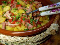 Cartofi boieresti cu sunculita afumata Salsa, Bacon, Mexican, Tableware, Ethnic Recipes, Kitchen, Dinnerware, Cooking, Tablewares