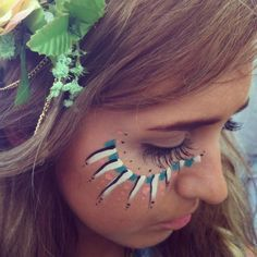 Bohemian Diesel: WAR PAINT would be perfect for some kind of festival or sorority party Bohemian Face Paint, Boho Festival Makeup, Festival Paint, Art Festival, Festival Camping, Coachella Festival, Festival Looks, Costume Makeup, Party Makeup