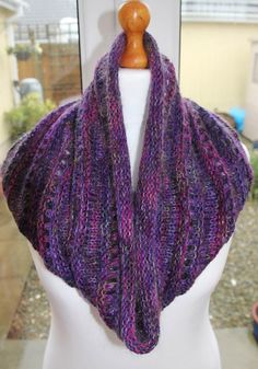 Free Cowl Pattern: La Galleria by Jan Henley Knit Or Crochet, Lace Knitting, Knitting Patterns Free, Free Pattern, Knit Cowl, Knitted Shawls, Crochet Scarves, Funky Outfits, Knitting Accessories