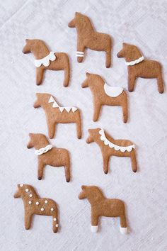 gingerbread dala horses - DIY and Crafts Swedish Christmas, Merry Little Christmas, Noel Christmas, Scandinavian Christmas, Christmas Baking, Winter Christmas, All Things Christmas, Christmas Cookies, Christmas Crafts