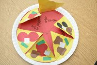 This hands-on Perfect Pizza Activity helps kids learn about fractions. Playing with your food has never been this much fun! (via @amylemons)