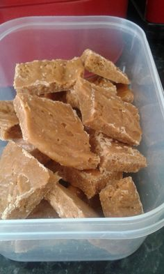 A crumbly sweet traditional Scottish treat with an easy method. Whisking ensures a gloriously smooth tablet! Uk Recipes, Irish Recipes, Fudge Recipes, Candy Recipes, Sweet Recipes, Baking Recipes, Dessert Recipes, Scottish Tablet Recipes, Food To Make
