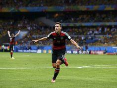 Klose, da Alemanha num dos gols na goleada de   7 x 1 diante do pobre e fracassado brasil. Copa do Mundo FIFA no brasil, em 08.07.2014 Agora o maior artilheiro da História das Copas com 16 gols.