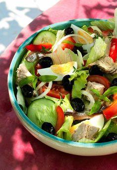 Sałatka nicejska Lunch Recipes, Salad Recipes, Cooking Recipes, Healthy Recipes, Appetizer Salads, Appetizers, Good Food, Yummy Food, Polish Recipes