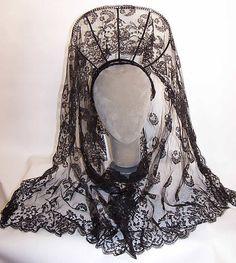 Vintage Spanish Black Chantilly Lace Mantilla Veil Peineta Comb Headband