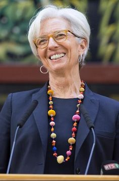 The World's 100 Most Powerful Women - Forbes Christine Lagard, French Fashion Designers, Power Dressing, Older Women Fashion, Advanced Style, Ageless Beauty, Successful Women, Style And Grace, Fashion Over