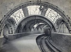 vmburkhardt:  (via Historic Photos From the NYC Municipal Archives - In Focus - The Atlantic)  Original City Hall Subway Station, IRT Lexington Avenue Line, in 1904