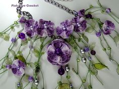 http://pinkrosecrochet.wordpress.com/2013/02/17/colar-natka-crochet-flower-necklace/colar-natka-crochet-flowers-on-chain-collar-necklace/