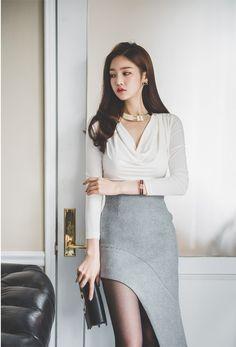 Beautiful Asian Women, Beautiful Legs, Pencil Skirt Dress, Good Looking Women, Cute Blouses, Asian Fashion, Women's Fashion, Asian Beauty, Korean Beauty