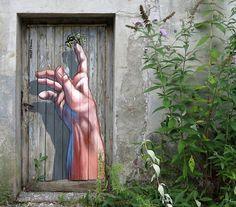 To Bee by @anatronen1971 #globalstreetart #usa #mural #paint #bee http://globalstreetart.com/anat-ronen
