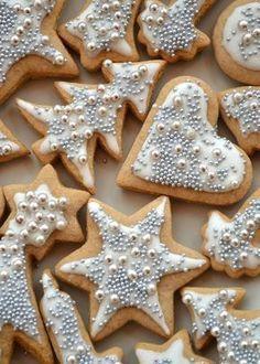 De nem is lehetne eldugni, mert az… Christmas Cookies Gift, Christmas Brunch, Christmas Sweets, Christmas Cooking, Silver Christmas, Winter Desserts, Cookie Gifts, Sweet And Salty, Cookie Decorating