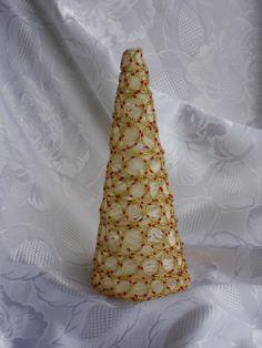 Albero di filo di lana con perline oro e rosso