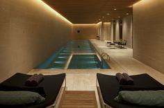 50 Beautiful Indoor Swimming Pool Design Ideas for Your Home Indoor Swimming Pools, Swimming Pool Designs, Lap Pools, Backyard Pools, Pool Decks, Pool Landscaping, Keller Pool, Pool House Piscine, Langer Pool