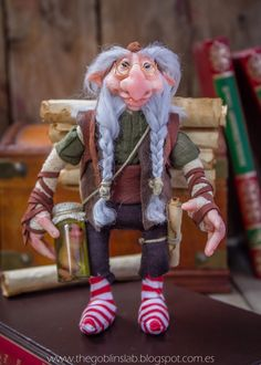 Melquiades est un puits de sagesse, dévore les livres aussi vite quil dévore une grenouille de marais bon sandwich et ses années, déjà innombrables ne vous encombrera pas du tout dans son esprit doux-mannered et ludique.  Ils disent quil a stocké dans sa mémoire, la bibliothèque dAlexandrie dans son intégralité et que PE PA savoir lintégrale des œuvres de Dostoïevski, même certains spéculent avec cest peut-être celui qui murmure le dernier chapitre de George R.R. Martin pour sa série…